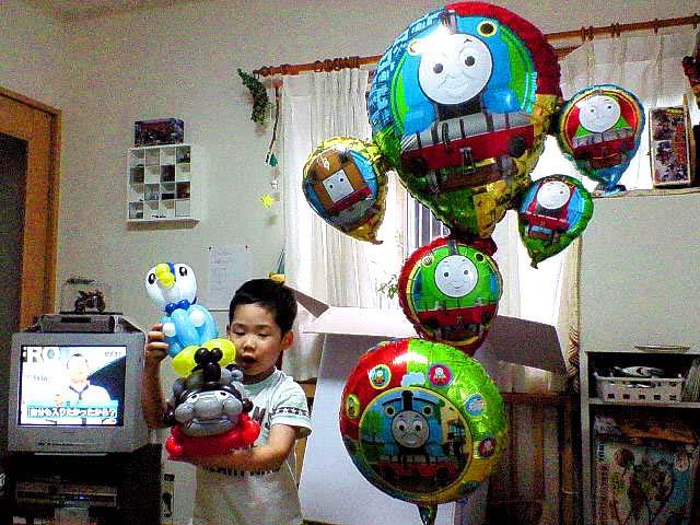 誕生日プレゼントの機関車トーマスバルーン兵庫県 神戸市 K.S