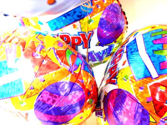 素敵なバルーン電報になります。誕生日バルーンギフト ぷーさんケーキ バルーン