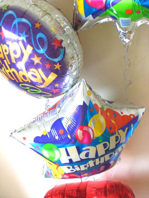 誕生日を楽しく演出します。ハートバルーン バースデー