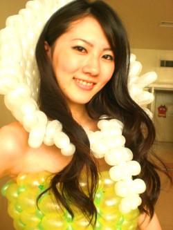 「福岡風船の会」はバルーンドレスの作製♪