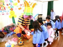 数々のテレビ番組で紹介いただいたバルーントーイの平日限定・幼稚園、学校関連向け特別価格バルーンショー