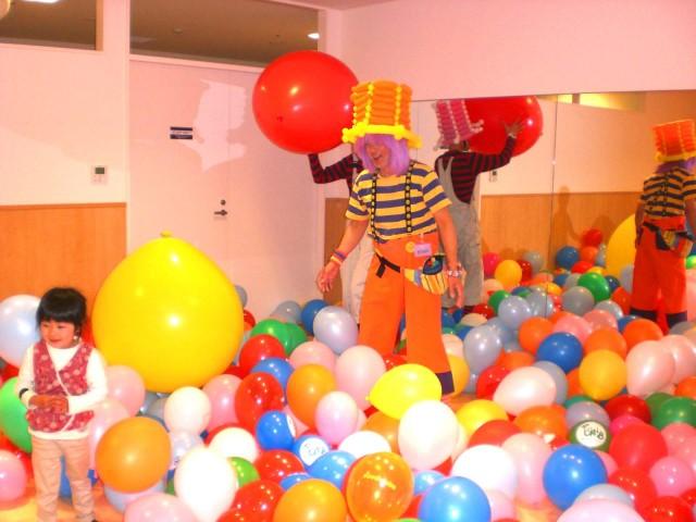 2011年4月博多・阪急百貨店様からバルーンイベントのご依頼をいただきました。(福岡風船の会・主催)