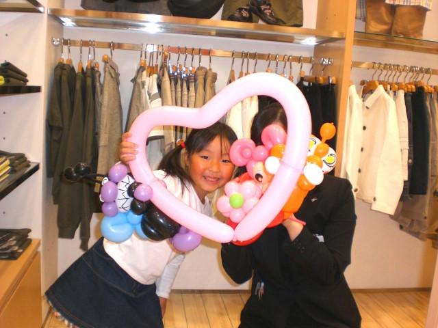 北九州市、福岡市の百貨店様でバルーンプレゼンターのご依頼をいただきました。