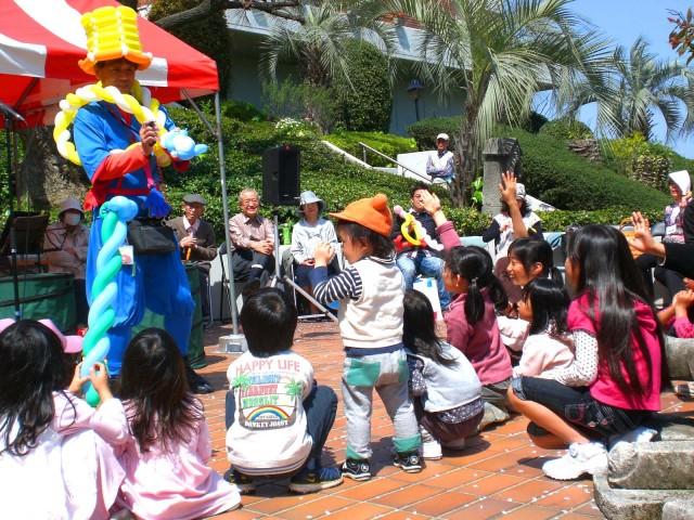 2010年4月 福岡県福岡市 ビラージュ平和 様からバルーンショーのご依頼をいただきました。