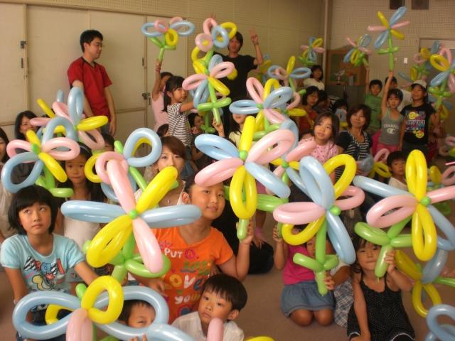 2010年 8月 福岡市中央児童館様で夏休み期間2回目のバルーン教室を開催しました。 ( 福岡風船の会 主催 )