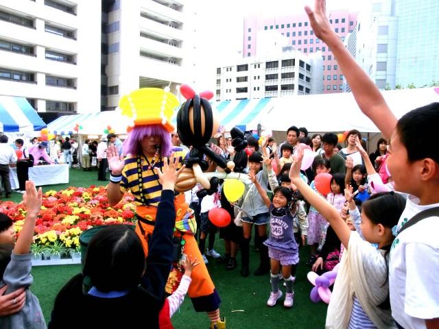 2011年10月福岡県福岡市 「ハートフルフェスタ2011」 様からバルーンショーのご依頼をいただきました。