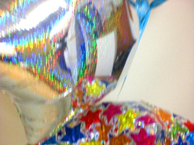入学祝/送料無料「お祝いトイストーリー バルーン」バルーンギフトにメッセージカードを添えれば素敵なバルーン電報になります。