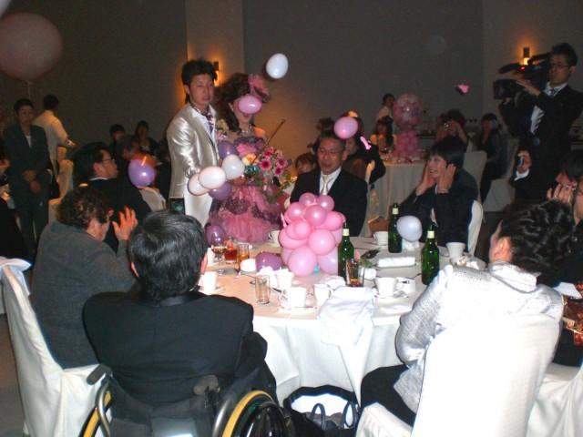 福岡県宗像市「オテル・グレージュ」バルーン演出&バルーンデコレーションのご依頼をいただきました。