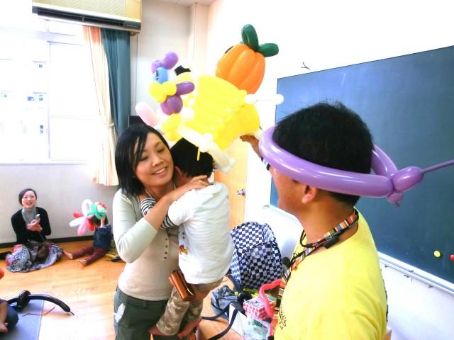 2011年10月 福岡県福岡市「高取公民館」様からバルーン教室のご依頼をいただきました。