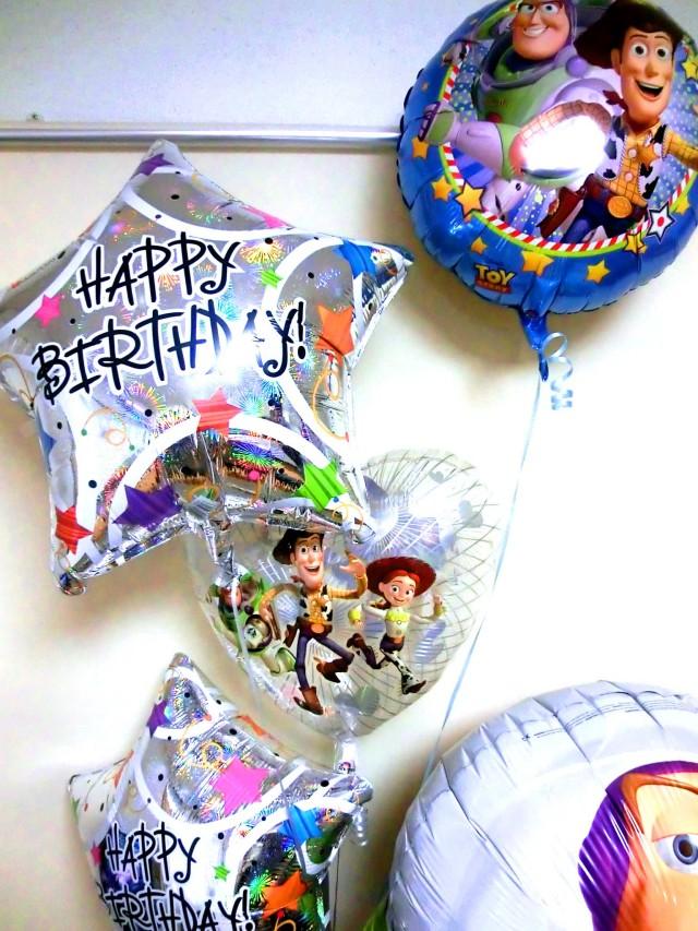 誕生日祝「送料無料ジャンボ・バズ&トイストーリー バースデーバルーン&バルーンアート」素敵なバルーン電報になります。