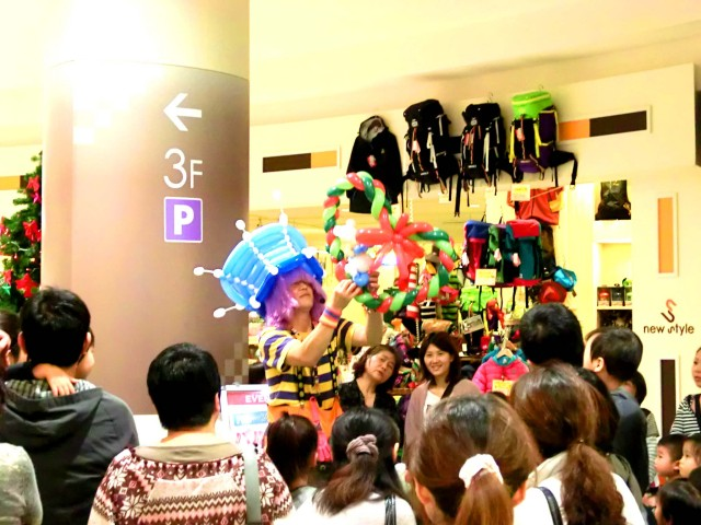 2011年11月愛媛県新居浜市「イオンモール新居浜」様からバルーンショーのご依頼をいただきました。