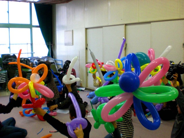 福岡市中央児童館様でバルーン教室を開催しました。 ( 福岡風船の会 主催 )