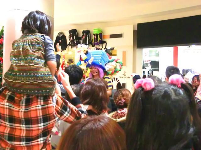 2011年11月 愛媛県新居浜市「イオンモール新居浜」様からバルーンショーのご依頼をいただきました。