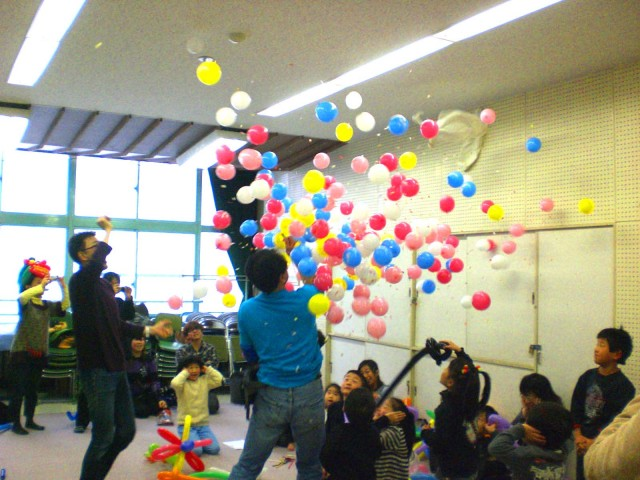 福岡市中央児童館様でバルーン教室を開催しました。