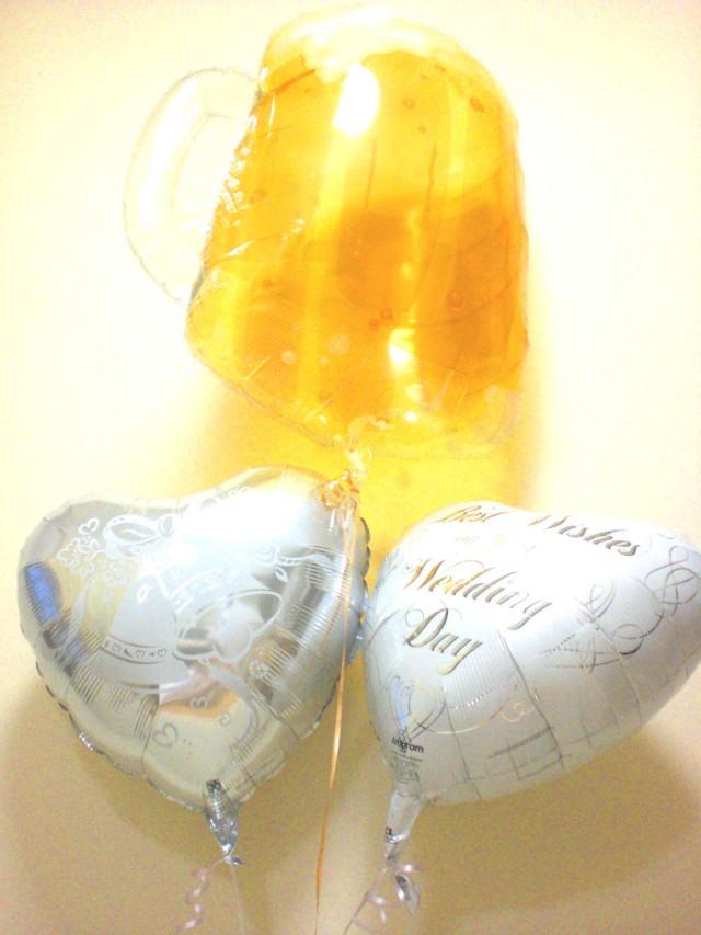 結婚祝「ブライダル・ビア バルーン」バルーンギフトにメッセージカードを添えれば素敵なバルーン電報になります。