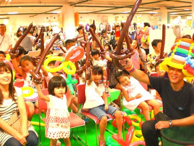 2010年 9月 福岡県北九州市小倉井筒屋 様からバルーンショー&バルーン教室のご依頼をいただきました。