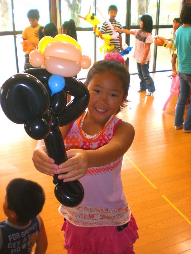 2011年 8月福岡県 北九州市アートヒルズ藤ノ木児童クラブ様からバルーンショーのご依頼をいただきました。