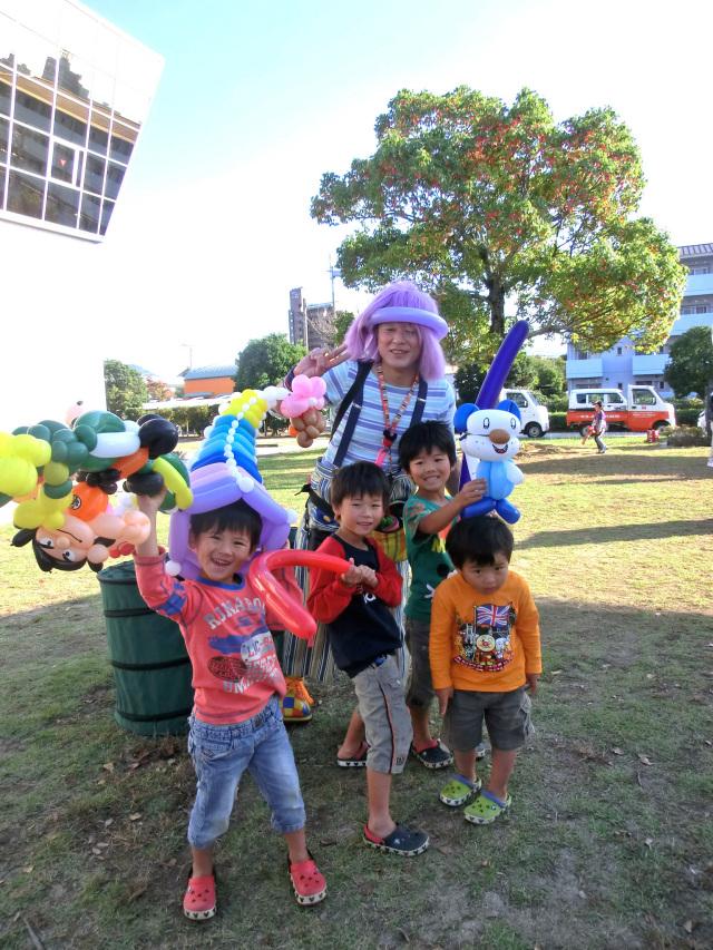 2013年10月 熊本県八代市「八代ガス展示会」様からバルーンショーのご依頼をいただきました。