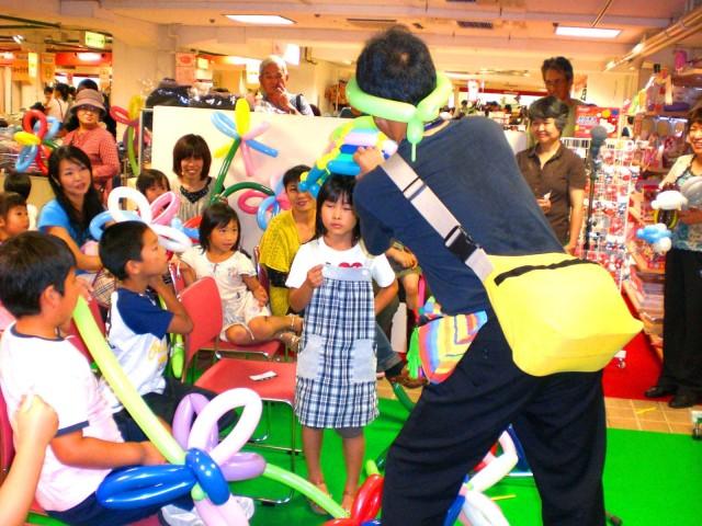 2009年 9月 福岡県北九州市 小倉井筒屋 様からバルーンショー&バルーン教室のご依頼をいただきました。