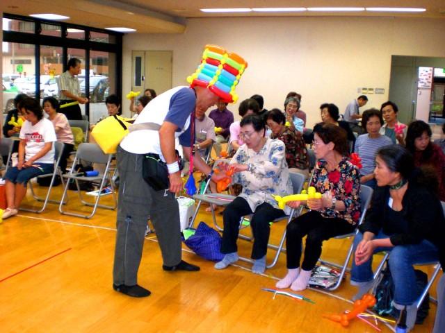 福岡県志免町「健康バルーン教室」シニアの方に楽しんでもらう健康バルーン教室です。