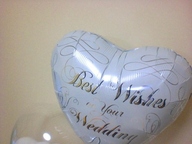 結婚祝/送料無料「ホワイトウエディング バルーン」バルーンギフトにメッセージカードを添えれば素敵なバルーン電報になります。
