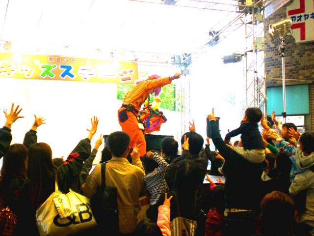 2010年10月 福岡県北九州市「黒崎 井筒屋」様からバルーンショーのご依頼をいただきました。