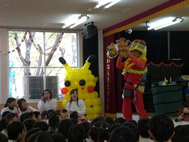 福岡県福岡市「はらきた幼稚園」様から「福岡風船の会」のオールスター メンバーにバルーンショーのご依頼をいただきました。