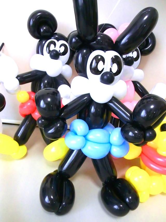 バルーンギフト「オズワルド&ディズニースターお誕生日祝 バルーン&バルーンアート」バルーン電報になります。