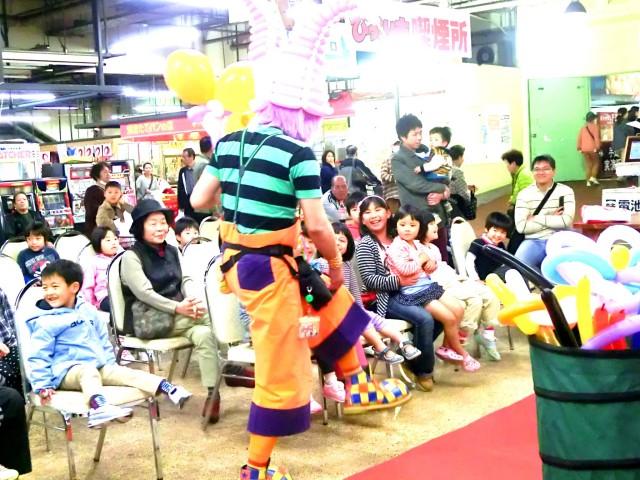 2013年 3月 福岡県直方市 「びっくり市場」 様からバルーンショーのご依頼をいただきました。