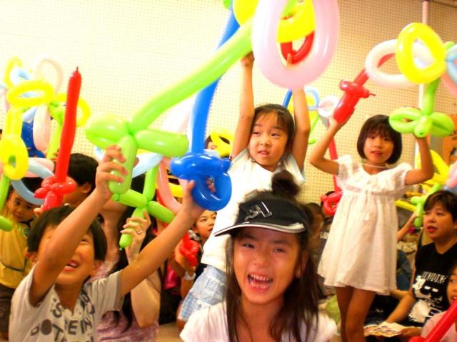 2010年 7月 福岡市中央児童館様でバルーン教室を開催しました。 ( 福岡風船の会 主催 )