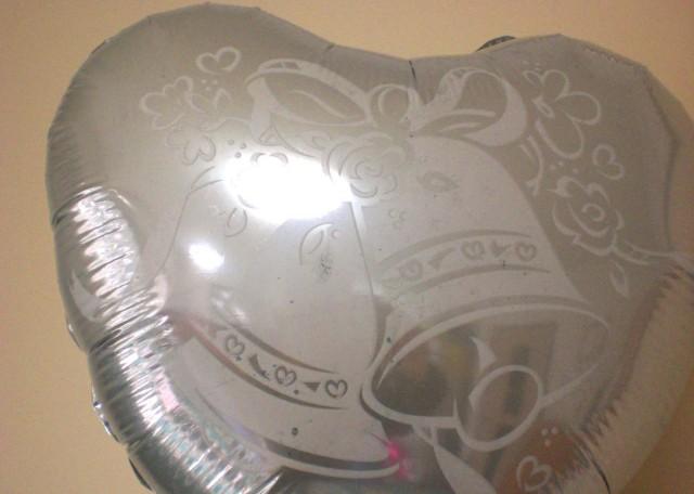 結婚祝「スポンジボブ・ブライダル」バルーンギフトにメッセージカードを添えれば素敵なバルーン電報になります。