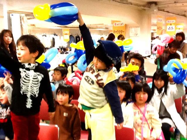 2012年 3月 福岡県北九州市 「小倉井筒屋」 様からバルーンショー&バルーン教室のご依頼をいただきました。